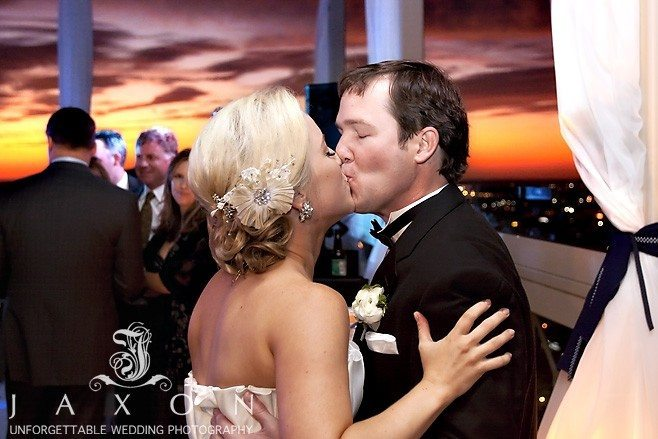 Couple share a kiss on the roof top at the Peachtree Club| Peachtree Club Roof top Weddings