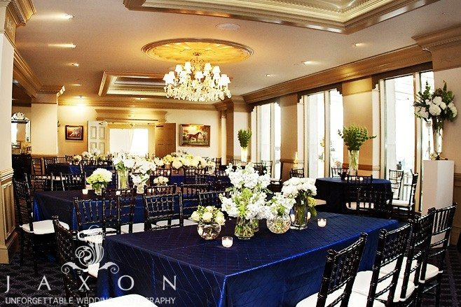The Ballroom at the Peachtree Club decorated in navy table cloths and white flowers with black chiavairi chairs | Peachtree Club Roof top Weddings