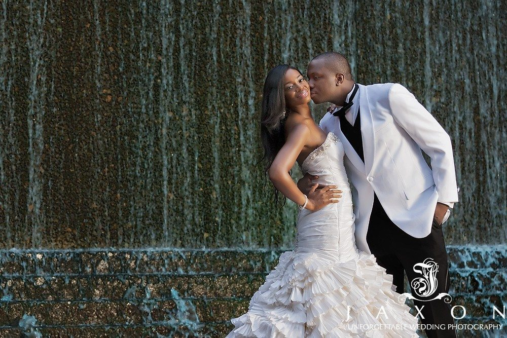 Couple stops at Woodruff Park in downtown Atlanta for wedding pictures