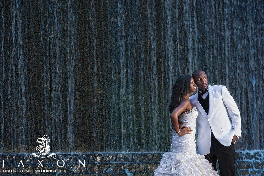 Couple celebrates their wedding with pictures at Atlanta's Woodruff Park