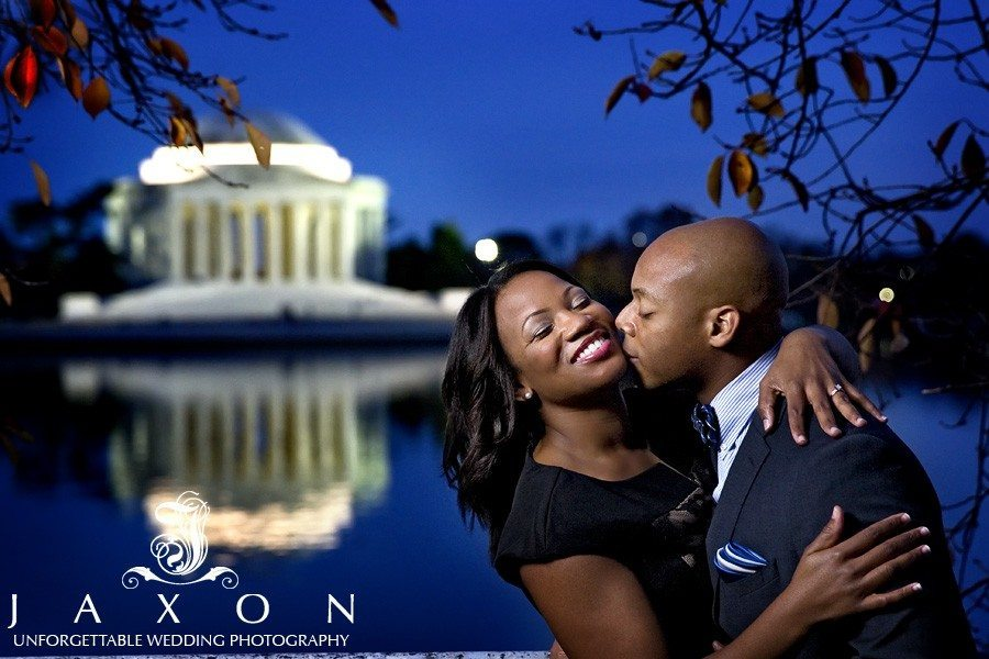 Couple embrace at twilight with the Jefferson Monument as a backdrop | National Mall DC Engagement